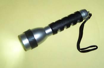 Kapesní LED svítilna vč. 2 ks baterií