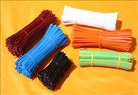 Vázací pásky ve svazku