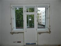 Nově osazená stěna z kastlových oken