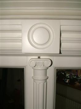 Ozdobný poutec - špaletová okna