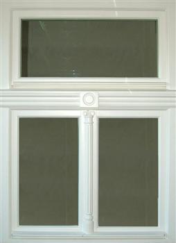 Špaletová okna zdobená
