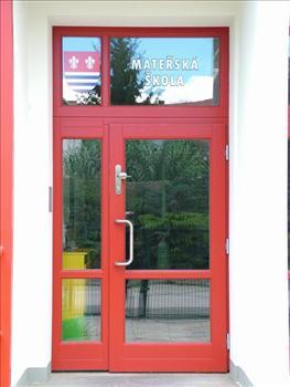 Vchodové dveře s nadsvětlíkem a bočním přísvětlíkem
