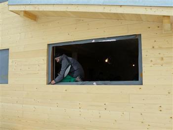 Zajištění rohů izolace stavebního otvoru