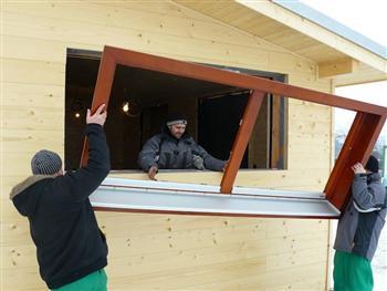 Montáž dřevěného okna s obložkou