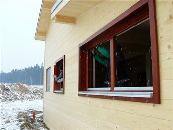 Usazený rám dřevěného okna