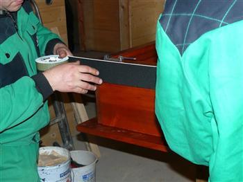 Montáž komprimační pásky na dřevěná okna