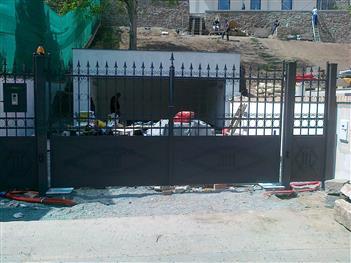vjezdová brána s podzemnímy pohony Čáslav